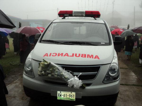 Resultado de imagen para la ambulancia que el Gobierno del estado dono a ese luga
